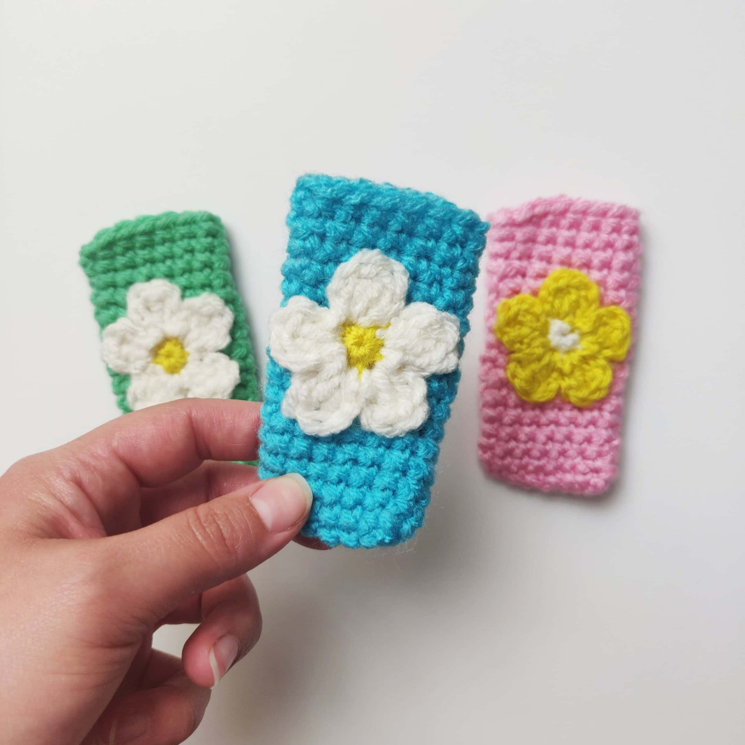 crochet popsicle holders with flowers.
